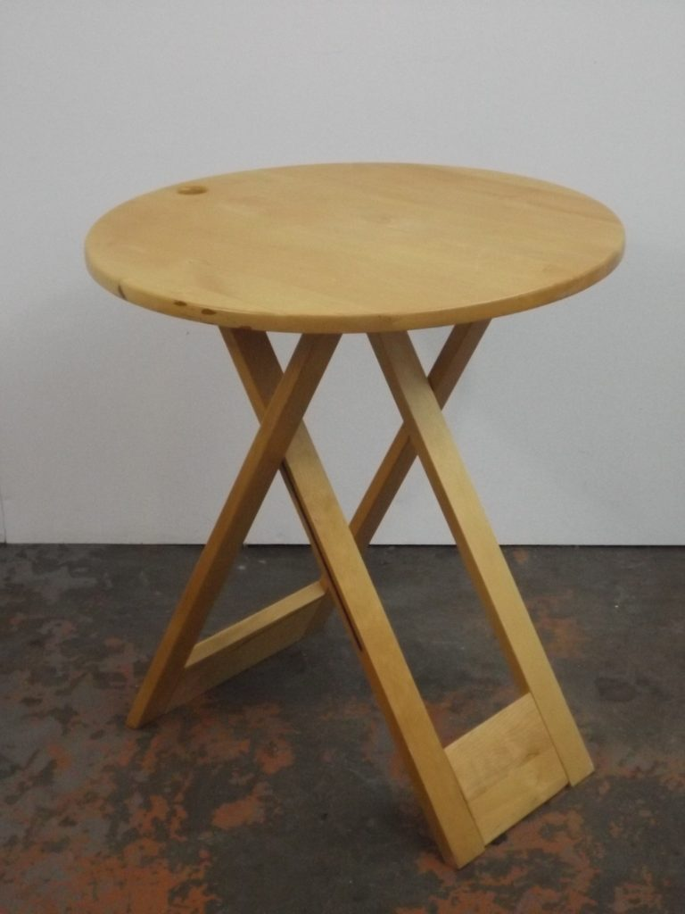 Suzy, foldable side table