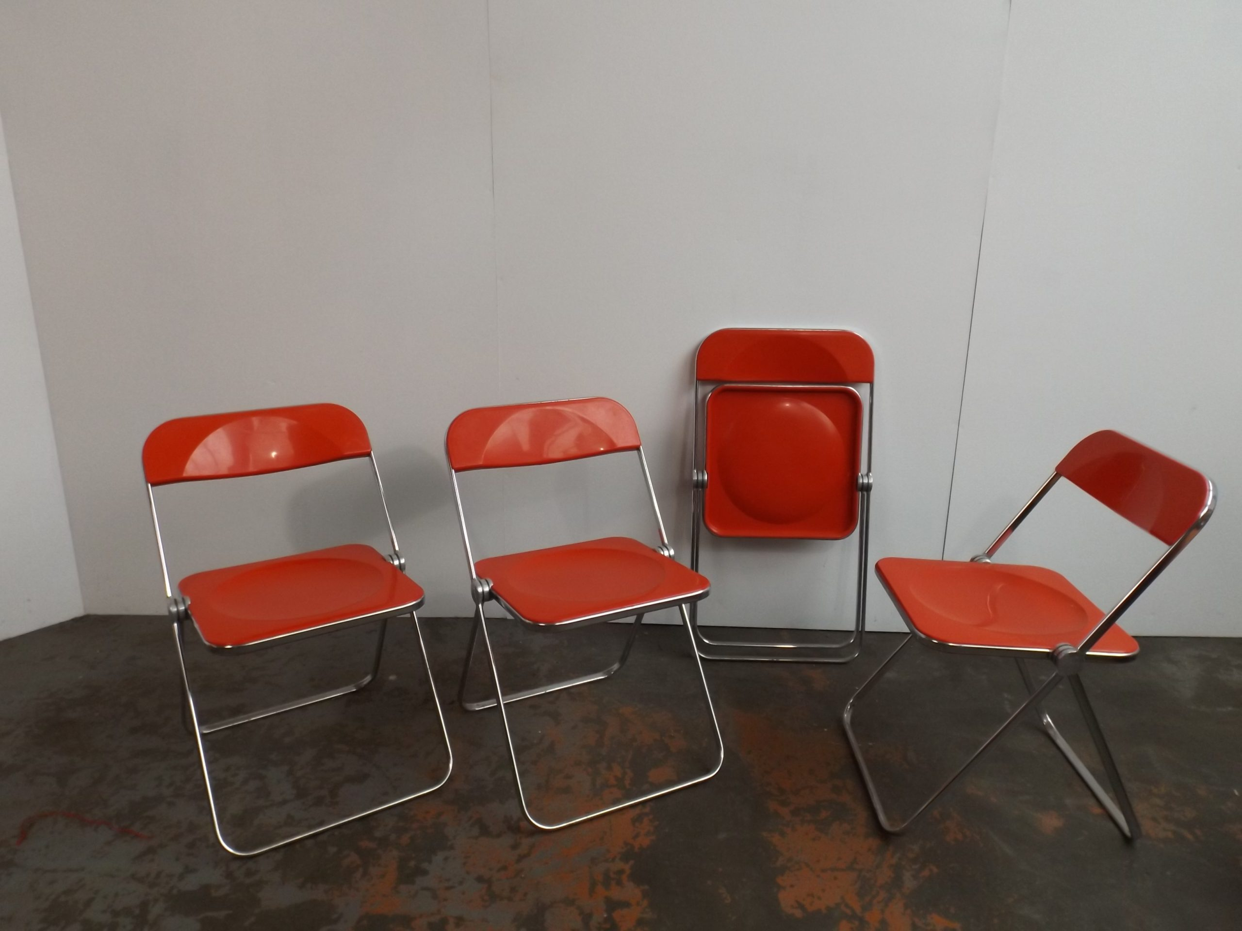 Set of 4 red Plia Chairs