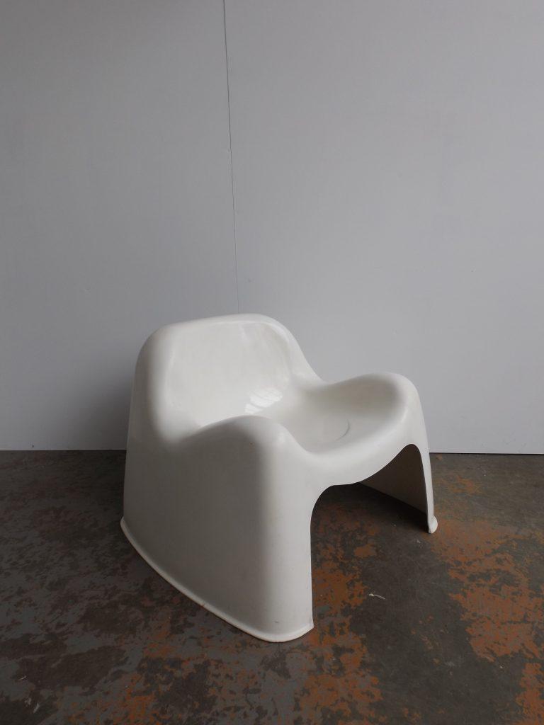 Toga chair